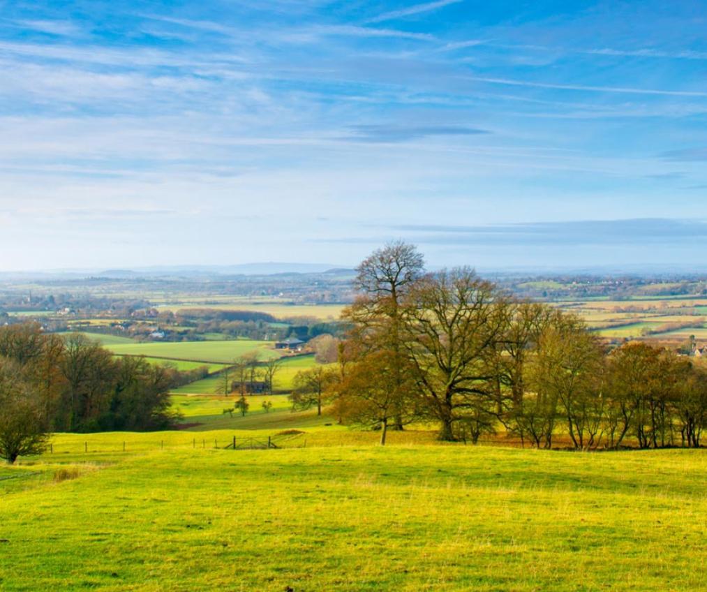 A beautiful autumnal landscape near Drakes Broughon, Worcestshire.