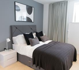 Quadrangle show suite bedroom